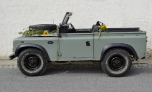 land_rover_defender_station_wagon